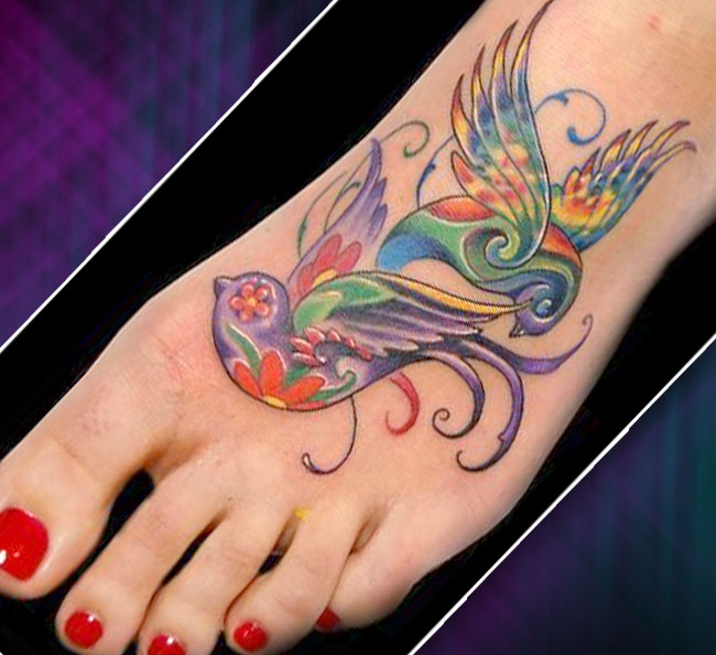 Татуировка на стопе птички