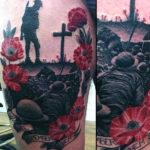 Тату маки на ноге в память о войне