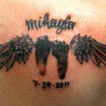 Тату следы человека и крылья ангела