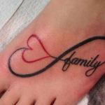 Тату бесконечности с красным сердечком и надписью