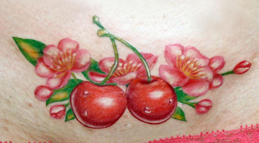 Тату цветок и ягоды вишни вместе