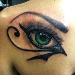 Египетская тату глаз на спине