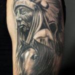 Тату коня с индейцем