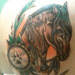 Тату коня в индейском стиле