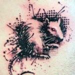 Тату крыса в стиле трэш-ролька