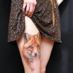 Тату лисы на бедре у девушке