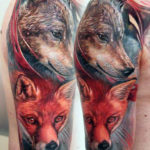 Тату лисы и волка на плече в стиле реализм