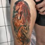 Татуировка лошади и жеребенка