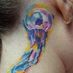 Тату медуза на шее