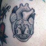 Тату мышки сидят внутри сердца