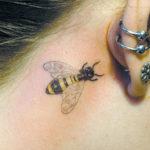 Тату на удачу пчела