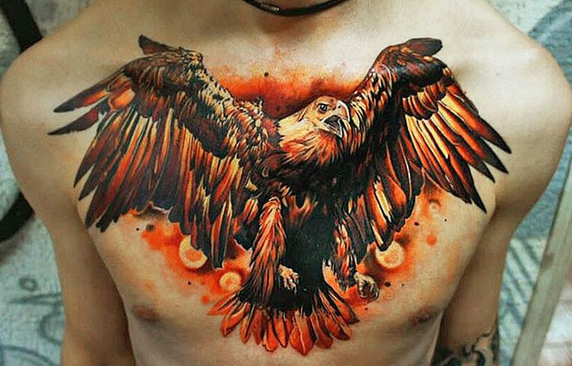 Тату орел с красным оперением