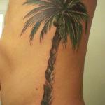 Тату пальмы на боку