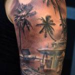 Татуировка пальм на пличе