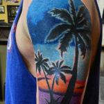 Цветная татуировка пальм на руке