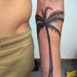Тату пальмы на руке