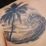 Тату пальмы и моря на лопатке, реализм