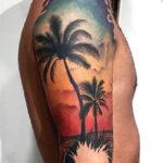 Тату с пальмой на руке у парня