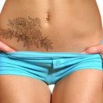 Пионы на животе, татуировка