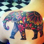 Слон с узорами