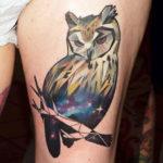Татуировка с совой, цветная геометрия
