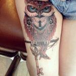Татуировка с совы с золотым ключем