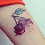 Татуировка вишни на предплечье