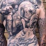 Татуировка с лошадью на спине