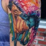 Татуировка с лошадью на предплечье