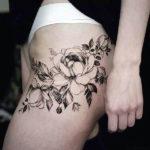 Татуировка с пионами на бедре