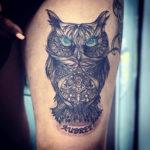 Татуировка с совой, с цветными глазами