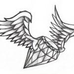 Эскиз тату алмаз с крыльями