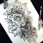 Эскиз тату мандала с красивыми цветами