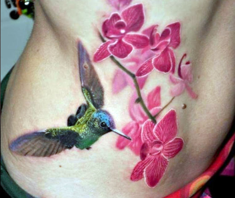Колибри с цветком