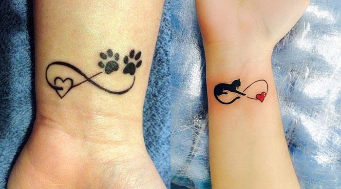 Маленькая тату с знаком бесконечности, кошачьими лапками и кошки с сердечком