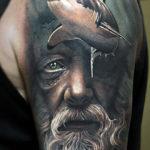 Абстрактная татуировка с акулой и Нептуном