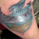 Тату тигровой акулы и корабля