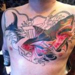 татуировка акулы нагрудине
