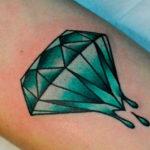 Зеленый алмаз с каплями