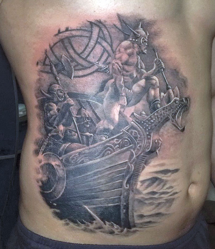 Тату корабль викингов