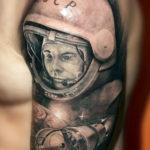 Тату Гагарина и космического корабля