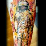 Тату космонавт в огне