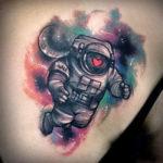 Татуировка космонавта с сердцем