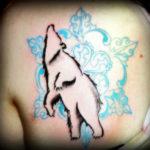 Татуировка снежинка и медведь
