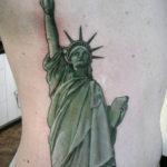 Татуировка зеленой статуи свободы