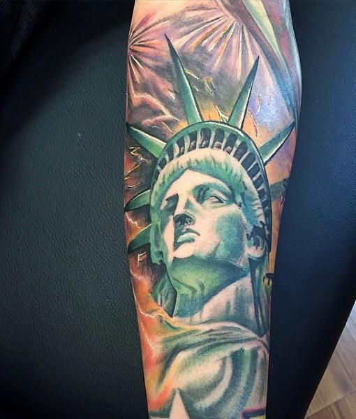 фото статуя свободы тату