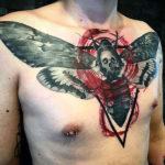 Татуировка треш полька с мотыльком и черепом