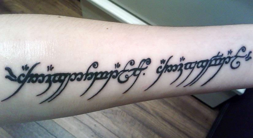 Татуировка на эльфийском языке