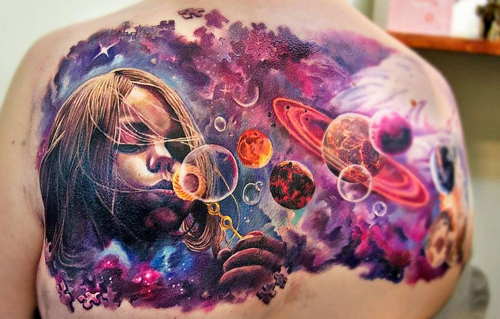 Тату космос с планетами