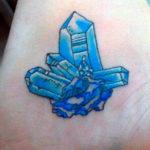 Тату с синими кристаллами
